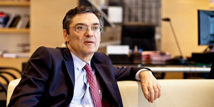 Patrick Devedjian dans son bureau de président du conseil général des Hauts-de-Seine, à Nanterre.