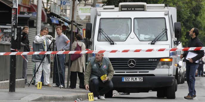 Les malfaiteurs avaient arraché au convoyeur blessé deux sacs de jute dans lesquels se trouvait un butin estimé à 190 000 euros en billets de banque.