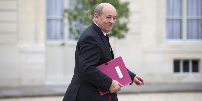 Le nouveau ministre de la défense, Jean-Yves Le Drian, à l'Elysée le 17 mai.
