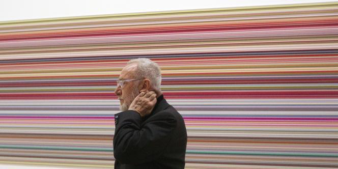L'artiste allemand Gerhard Richter devant l'une de ses oeuvres lors de l'exposition