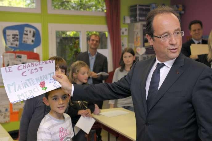 François Hollande, dans une école primaire de Dieudonne (Oise), le 7 juin 2012.