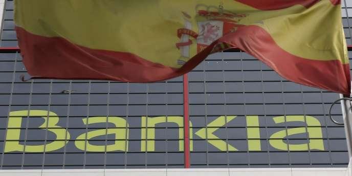 La banque, nationalisée en recevant cette aide, avait publié, pour 2011, une perte nette de 2,979 milliards d'euros. Celle du premier semestre 2012 est encore plus élevée : environ 4,3 milliards d'euros, selon Expansion, qui ajoute que les comptes doivent être approuvés par le conseil d'administration, sans doute vendredi.