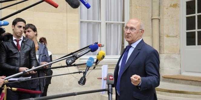 Michel Sapin, ministre du travail, répond aux questions des journalistes, le 5 juin à Matignon.
