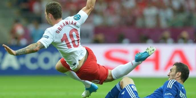 Obraniak déstabilisé par la défense grecque. La Pologne n'a pu assurer que le nul (1-1).