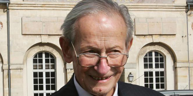 Robert Galley, en octobre 2004 à Versailles.