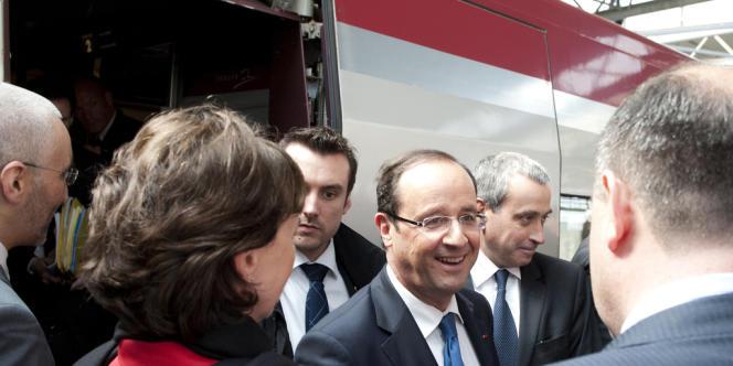 François Hollande, à son arrivée en train à la garde Bruxelles, le 23 mai 2012, avant son premier sommet des chefs d'Etat européens.