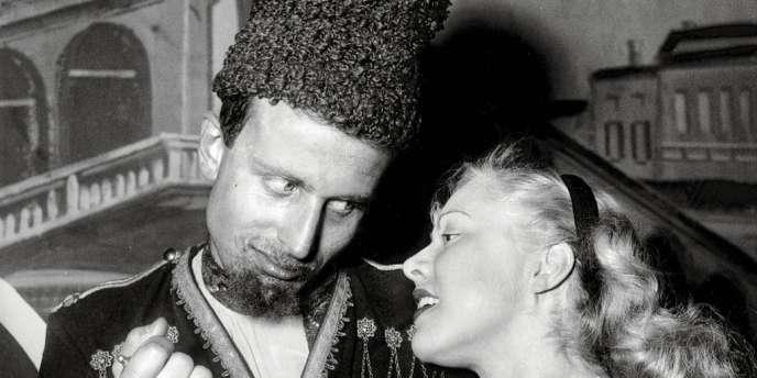Boris Vian  et sa première épouse, Michelle, en mars 1949,  lors d'un bal costumé à Paris.