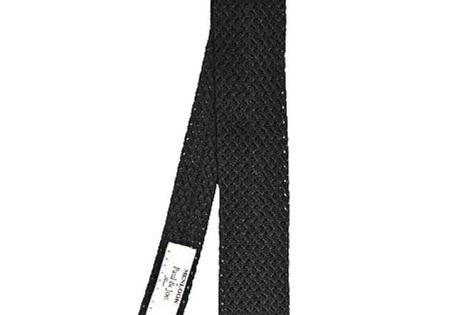 La cravate. En tricot,  Paul & Joe, 75 euros.