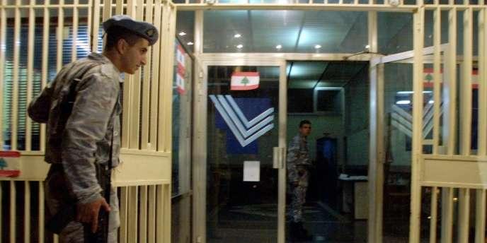 Au Liban, des examens sont pratiqués sur des hommes soupçonnés d'homosexualité dans des casernes de police.