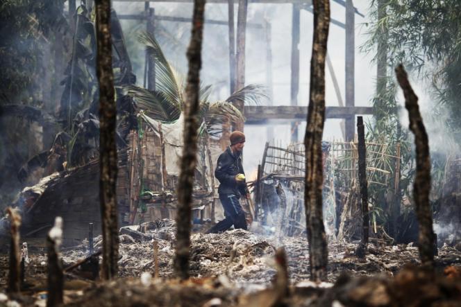 Un village rohingya incendié lors de heurts entre bouddhistes et musulmans dans la région de Sittwe, le 10 juin.