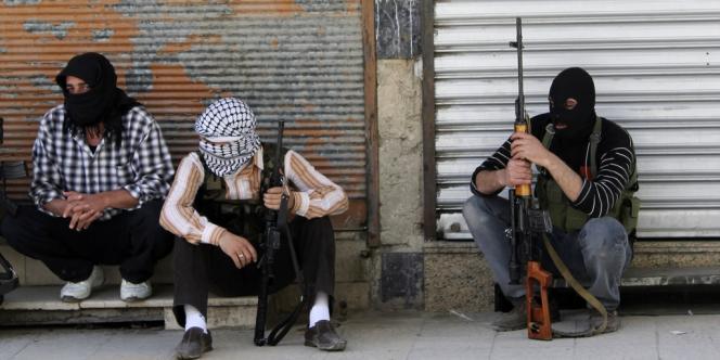 Des membres de l'Armée syrienne libre, le 11 juin, dans la banlieue de Damas.