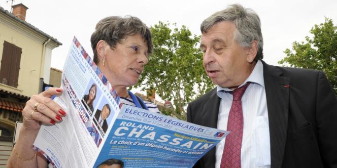 Roland Chassain le 8 juin à Saint-Martin-de-Crau (Bouches-du-Rhône). En se retirant, le candidat UMP apporte un soutien implicite à la candidate du FN, Valérie Laupies, contre Michel Vauzelle (PS).
