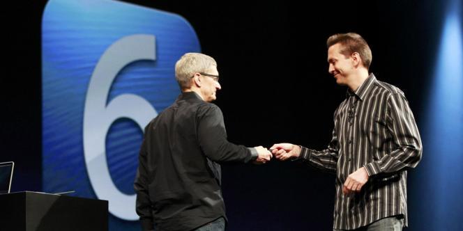 Le PDG d'Apple Tim Cook (à gauche) et le responsable d'IOs Scott Forstall, lors de la présentation d'IOs 6, le 11 juin.