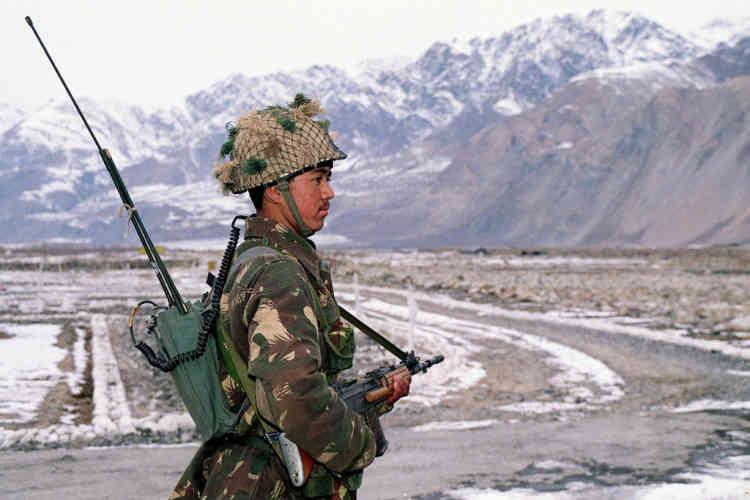 """Le 13 avril 1984, l'armée indienne décide d'occuper ce """"no man's land"""" et s'installe sur les hauteurs du glacier. C'est le début du conflit du Siachen, qui conduit le Pakistan à déployer ses troupes en contrebas."""
