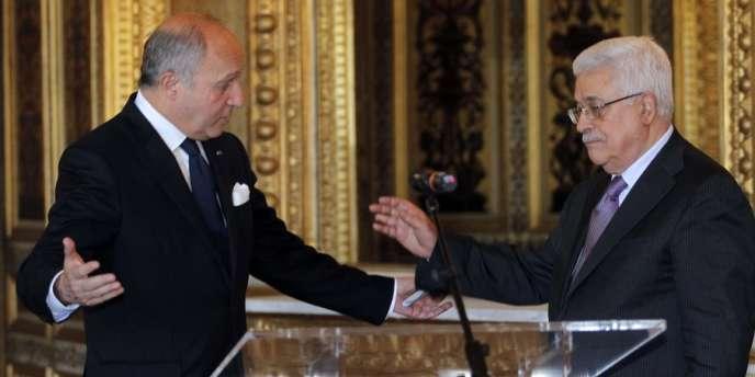 Mahmoud Abbas, président de l'Autorité palestinienne lors de sa visite en France, au côté de Laurent Fabius, le ministre des affaires étrangères français, le 7 juin à Paris.