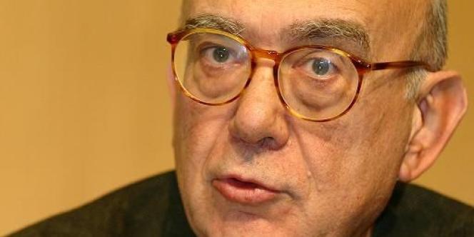 Jean-Claude Casanova est le président de la Fondation nationale des sciences politiques, qui gère l'école, depuis 2007.