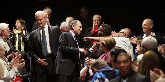 Georges Tron, député et maire de Draveil (Essonne), et Jean-François Copé, secrétaire général de l'UMP, en meeting dans la ville de l'Essonne, le mercredi 13 juin.