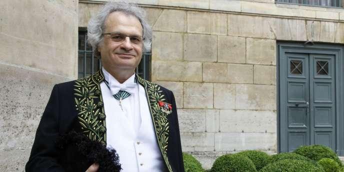 L'écrivain franco-libanais Amin Maalouf lors de la cérémonie de réception à l'Académie française à Paris, le 14 juin 2012.