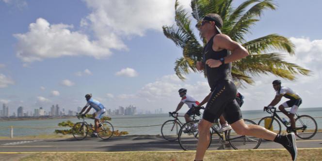 Visé par une procédure de l'Usada, Lance Armstrong, ici le 12 février à Panama City, ne pourra pas participer à l'Ironman de Nice, prévu le 24 juin.