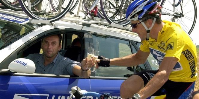 Lance Armstrong, le 8 juillet 2002, sur le Tour de France, avec Johan Bruyneel.