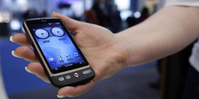 En un an, ce sont 4,5 millions d'abonnements à une offre mobile supplémentaires qui ont eu lieu en France.