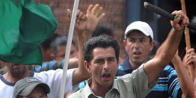 Des paysans paraguayens manifestent le 13 juin à Asunción pour réclamer des terres, et un meilleur système d'éducation et de santé.