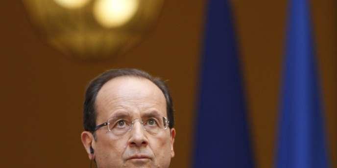 Le « Canard Enchaîné » raconte comment « le chef de l'Etat, toujours sensible aux affaires corréziennes », s'est intéressé au sort d'une journaliste de sa région de Corrèze, dont le poste était supprimé.