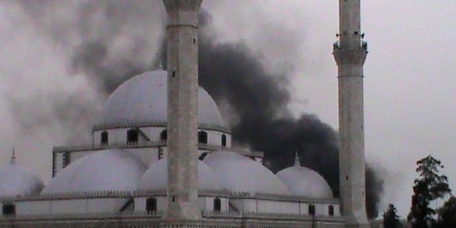 Des bombardements incessants sur la ville de Homs, foyer de la rébellion syrienne, bloquent un millier de familles dans la ville.