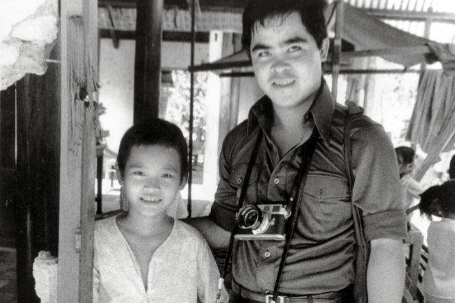 En 1973, Nick Ut, l'auteur du célèbre cliché, est revenu à Trang Bang (Sud-Vietnam) rendre visite à Kim Phuc. Ils sont toujours en contact aujourd'hui.