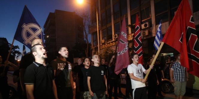 Des militants d'Aube dorée manifestent dimanche 17 juin 2012.