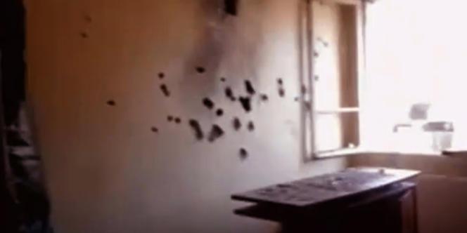 Des images de France 2 montrent des impacts de balles sur un mur de l'appartement de Mohamed Merah.