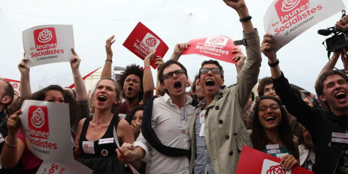 Les jeunes socialistes réunis à Solferino se réjouissent du score du PS.