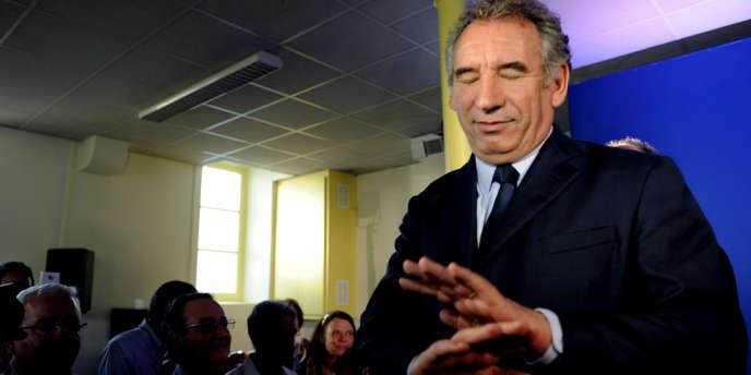 M. Bayrou a déclaré, à Bizanos, que son échec allait l'entraîner à changer la forme de son engagement, car il estime