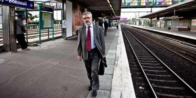 Comme beaucoup d'usagers, Jean Chauvet a ses repères pour espérer avoir une place assise dans des trains qui arrivent à Sucy déjà presque pleins.