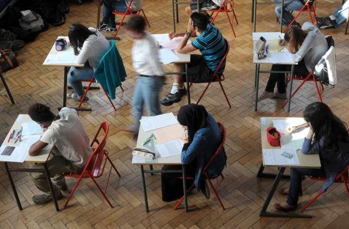 Des lycéens lors de l'épreuve de philosophie, lundi 18 juin, au lycée Pasteur de Strasbourg.