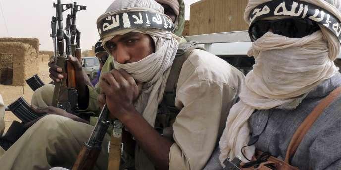 Outre AQMI et le MUJAO (issu d'AQMI), le groupe Ansar Eddine dirigé par un chef touareg malien, est aussi présent dans le Nord du Mali.