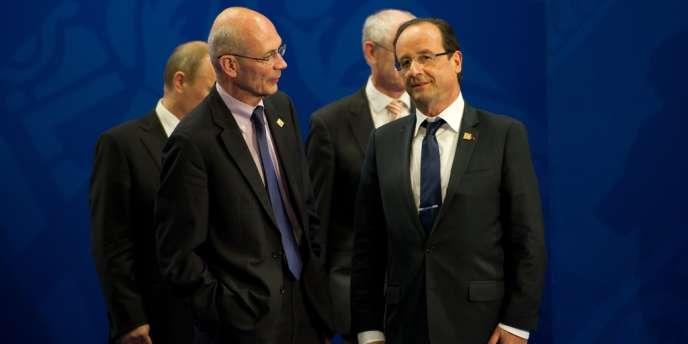François Hollande (à gauche), avec Pascal Lamy, directeur de l'Organisation mondiale du commerce (OMC), au sommet du G20 de Los Cabos (Mexique), mardi 19 juin.