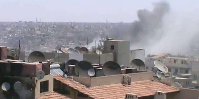 Vidéo postée le 19 juin sur YouTube d'un bombardement dans une ville du district de Homs.