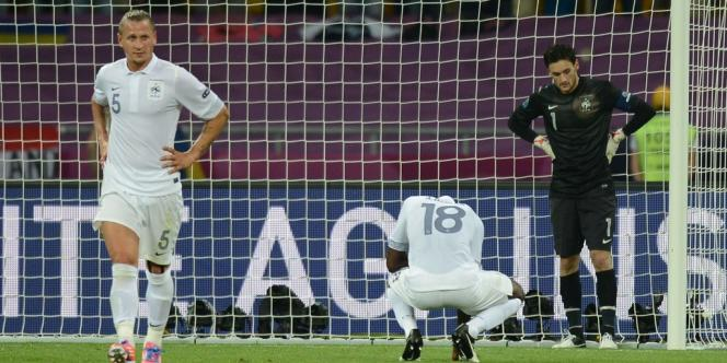 Battus et largement dominés par la Suède (2-0), les Bleus se qualifient après un non-match et affronteront les champions en titre espagnols en quarts de finale.