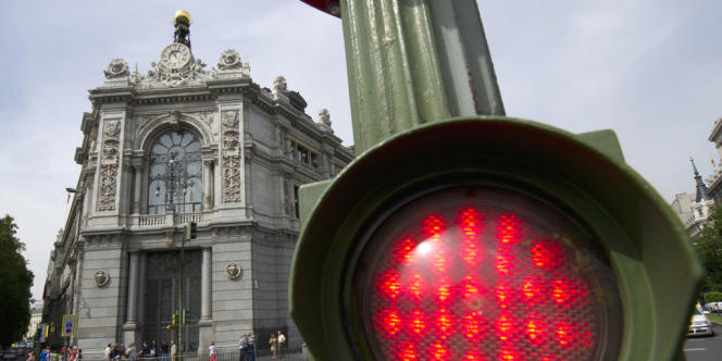 La dette des banques espagnoles envers la Banque centrale européenne (BCE) a encore franchi un seuil historique en juin, atteignant 337,2 milliards d'euros, dopée notamment par les injections de liquidités de la BCE.