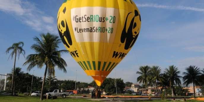 Montgolfière du WWF près du site de Rio+20, le 19 juin.