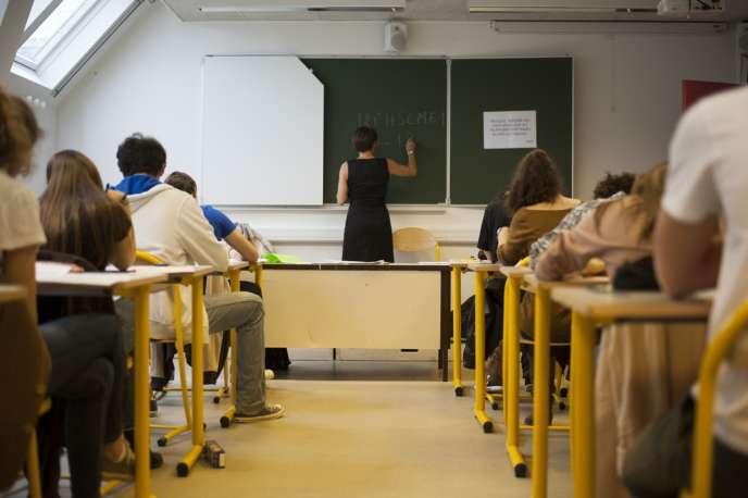 Epreuve de philosophie du baccalauréat 2013 au Lycée Lavoisier, à Paris.