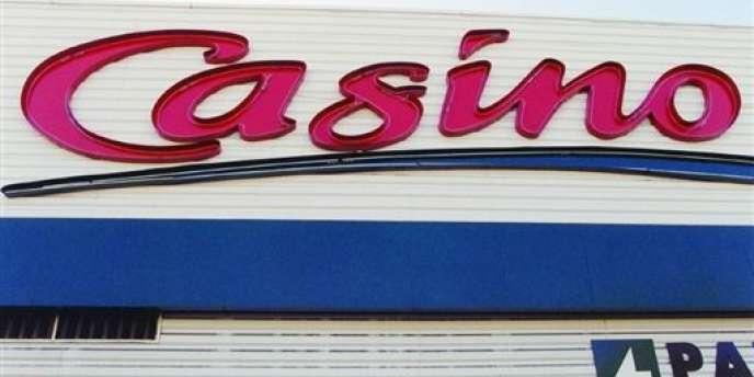 Des salariés du siège social de Casino ont choisi de reverser leur prime d'intéressement de 2013 à l'association 42 Sourires d'enfants.