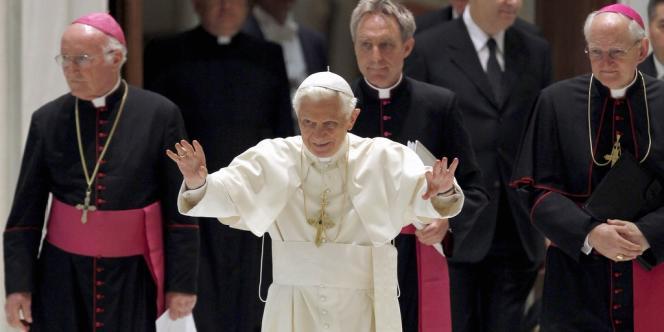 Le pape Benoît XVI, au Vatican, le 20 juin.