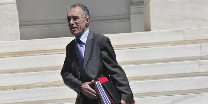 Vassilis Rapanos, 65 ans, a été hospitalisé d'urgence vendredi pour des douleurs à l'estomac et des vertiges, avant même d'avoir pu prêter serment.