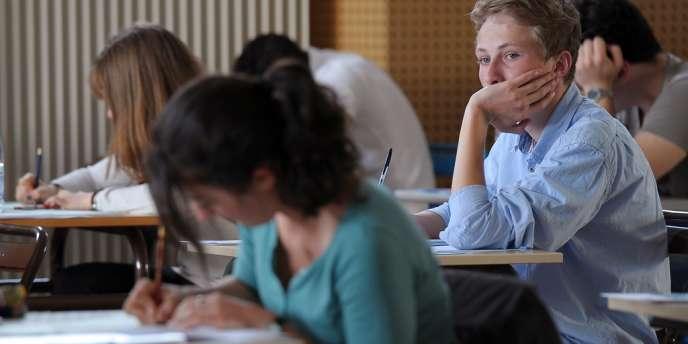 Des élèves durant l'épreuve de philosophie au baccalauréat, 18 juin 2012, à Strasbourg.