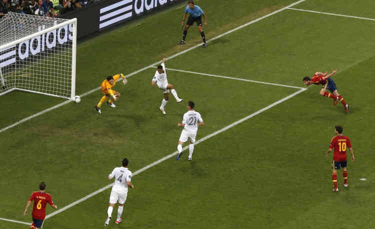 Spain's Xabi Alonso (2nd R) scores a goal past France's goalkeeper Hugo Lloris (2nd L) during their Euro 2012 quarter-final soccer match at the Donbass Arena in Donetsk, June 23, 2012. REUTERS/Yves Herman (UKRAINE  - Tags: SPORT SOCCER)