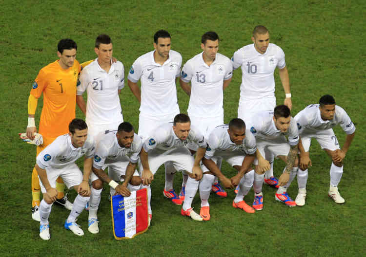 Players of team France pose for a team photo before the start of their Euro 2012 quarter-final soccer match against Spain at the Donbass Arena in Donetsk, June 23, 2012.   REUTERS/Yves Herman (UKRAINE  - Tags: SPORT SOCCER)