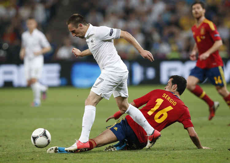 France's Franck Ribery (L) is challenged by Spain's Sergio Busquets during their Euro 2012 quarter-final soccer match at Donbass Arena in Donetsk June 23, 2012.                  REUTERS/Juan Medina (UKRAINE  - Tags: SPORT SOCCER)