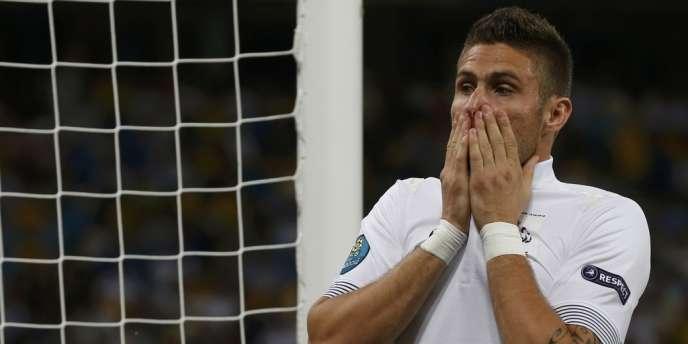 Olivier Giroud manque l'occasion d'égaliser pour la France face à la Suède, le 19 juin à Kiev.